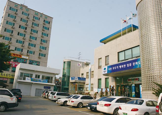 옛 송탄시청이 위치했던 중앙동주민센터(2010)